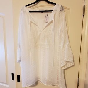 NWT Avenue Lace Blouse with Underlay size 30/32
